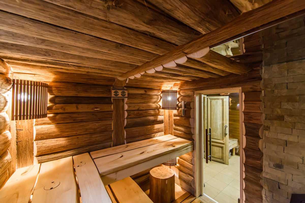 Русская баня на дровах в городе Киев, полоки - лавки из массивной липовой доски